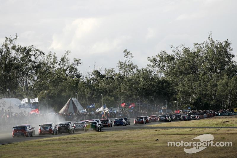 V8 Supercars hammer sur la ligne droite