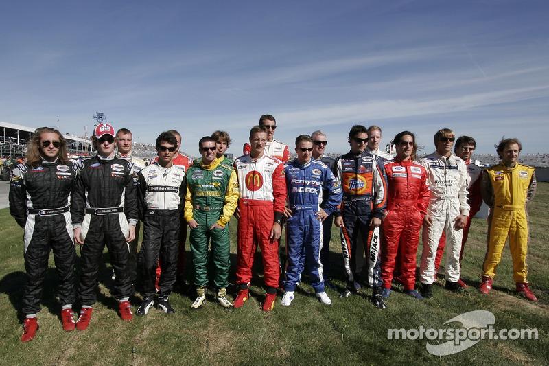 Tous les pilotes de Champ Car posent ensemble pour un portrait avant l'événement