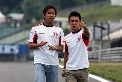 Sakon Yamamoto y Takuma Sato