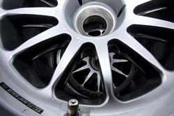 Una válvula y llanta de un neumático de Michelin para Red Bull Racing