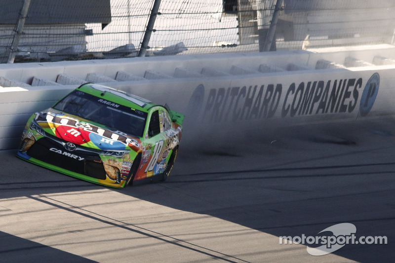 David Ragan, Joe Gibbs Racing, Toyota, mit Unfall