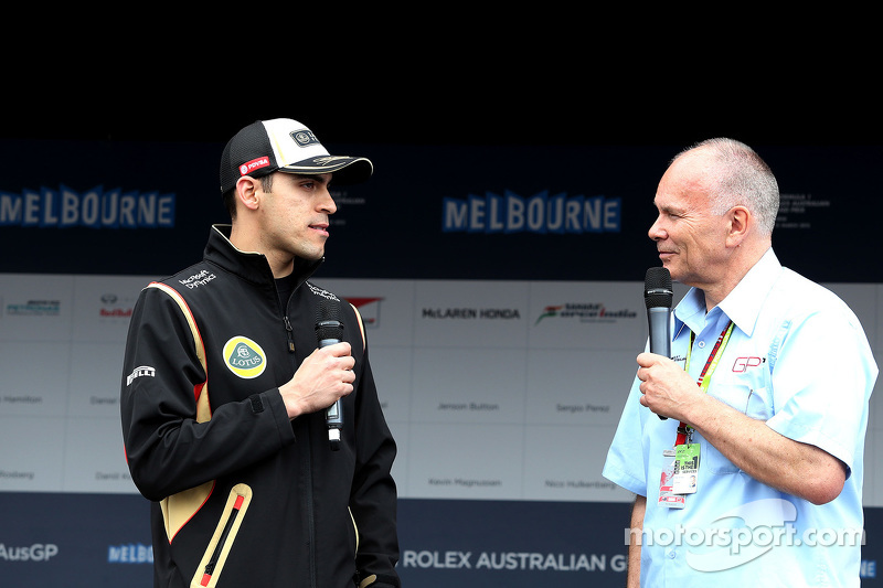 Pastor Maldonado, Lotus F1 Team at the autographs session