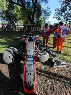 The damaged McLaren MP4-30 of Kevin Magnussen, McLaren after he crashed