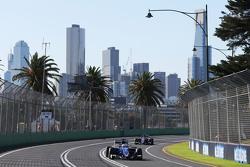 Marcus Ericsson, Sauber C34 devant son équipier Felipe Nasr, Sauber C34