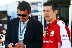 Guenther Steiner, Haas F1 Team Prinicipal with Claudio Albertini, Ferrari Head of Customer Teams Power Unit Operations.