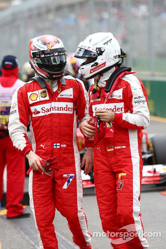 Kimi Räikkönen, Ferrari, mit Teamkollege Sebastian Vettel, Ferrari, im Parc Fermé