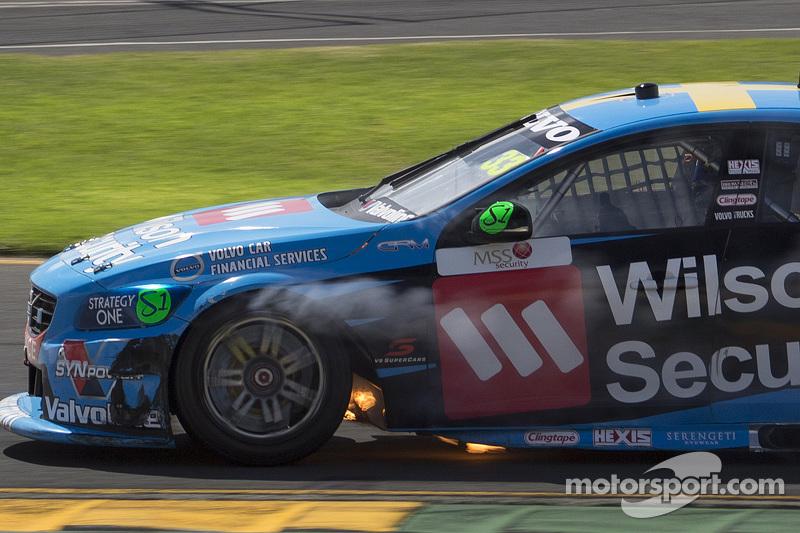 Scott McLaughlin, Garry Rogers Motorsport Volvo in trouble