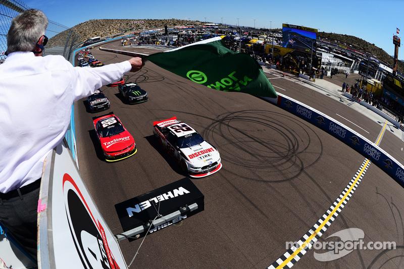 Start: Joey Logano, Team Penske, Ford, in Führung