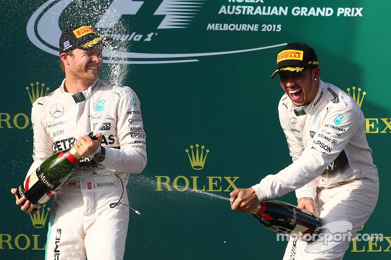 Juara balapan Lewis Hamilton, Mercedes AMG F1, peringkat kedua Nico Rosberg, Mercedes AMG F1 W06