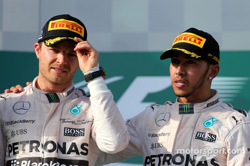 Peringkat kedua Nico Rosberg, Mercedes AMG F1 Team, dan race pemenang balapan, Lewis Hamilton, Merce