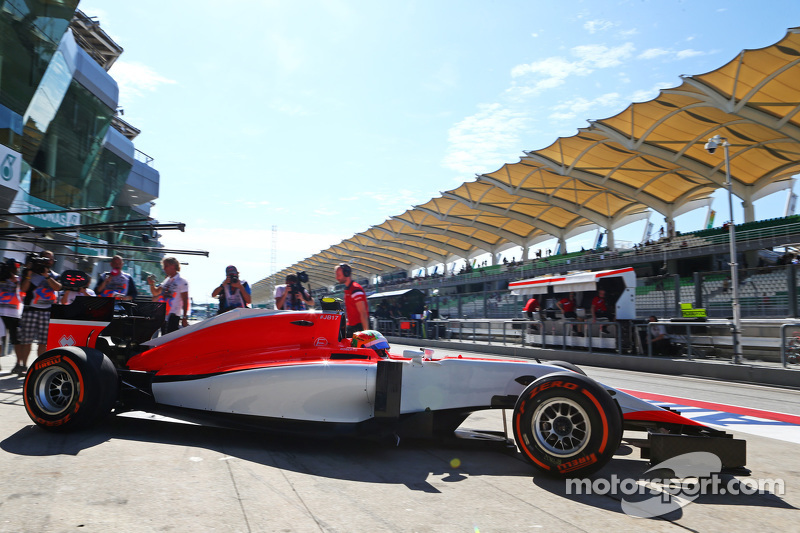 Roberto Merhi, Manor Marussia F1 Team leaves the pits