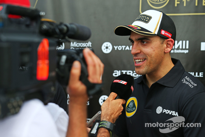 Pastor Maldonado, Lotus F1 Team with the media