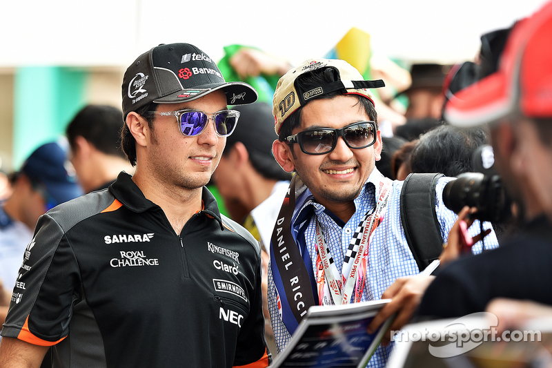 Sergio Perez, Sahara Force India F1 signs autographs for fans