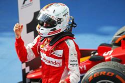 1. Sebastian Vettel, Ferrar, feiert