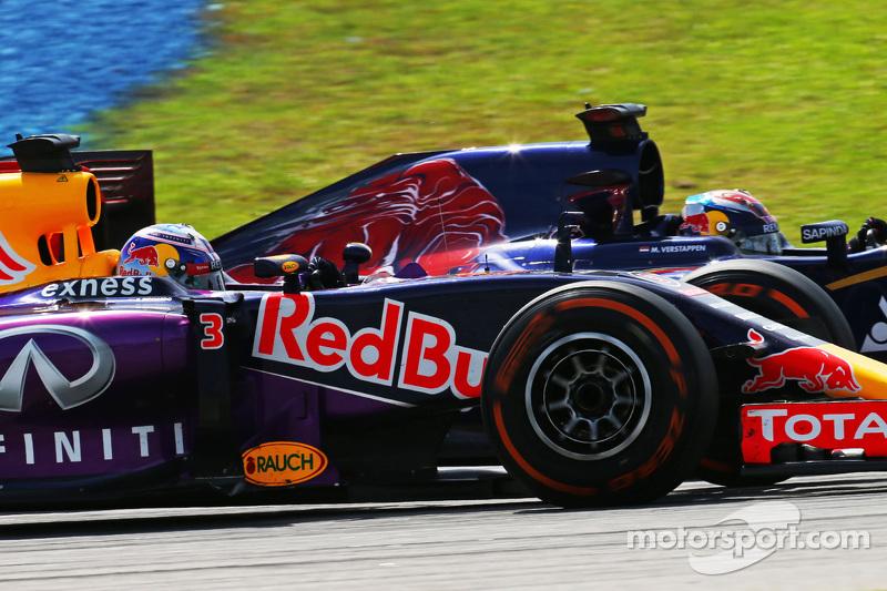 Daniel Ricciardo, Red Bull Racing RB11, und Max Verstappen, Scuderia Toro Rosso STR10