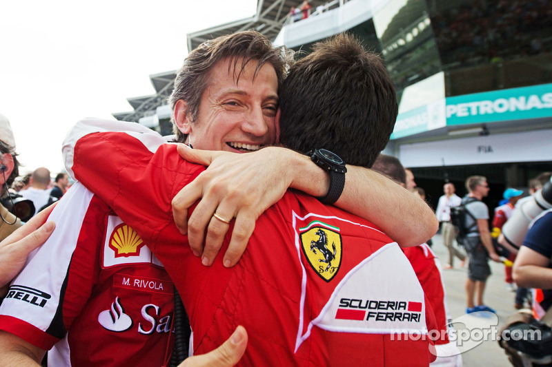 Massimo Rivola, director deportivo de Ferrari celebra en el podio
