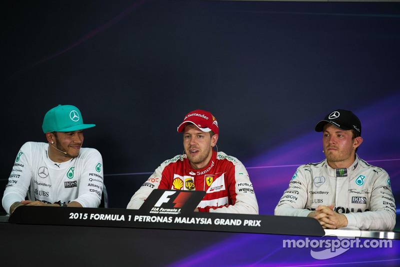 La carrera posterior Conferencia de prensa de la FIA, Mercedes AMG F1, segundo; Sebastian Vettel, Ferrari, ganador de la carrera; Nico Rosberg, de Mercedes AMG F1, tercero