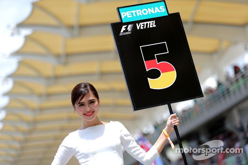Chica en la parrilla. Sebastian Vettel, Scuderia Ferrari