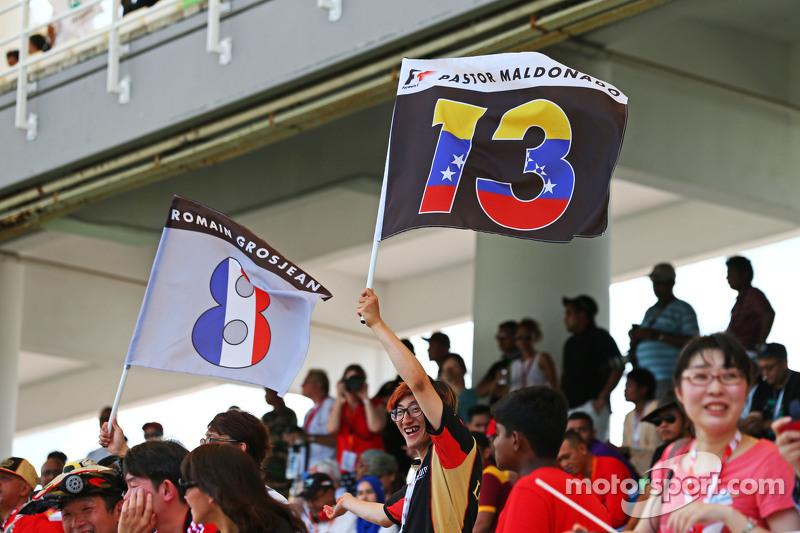 Lotus F1 Team, Fans mit Flaggen