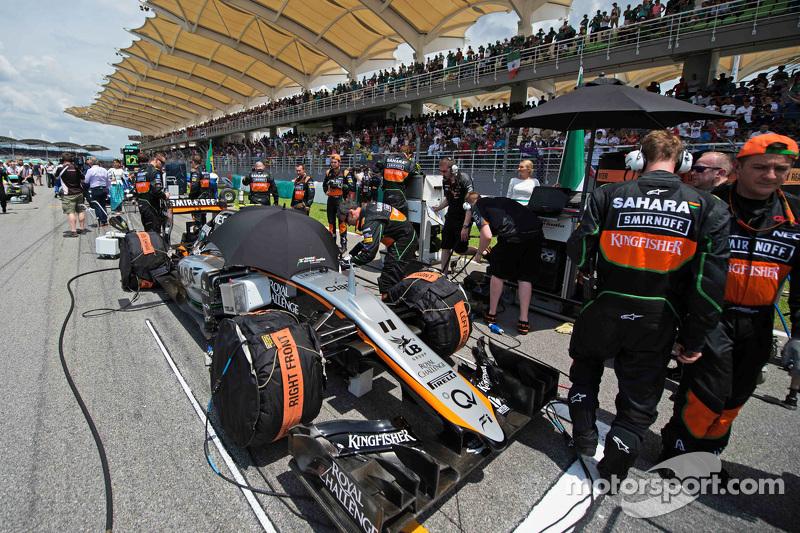 Sergio Perez, Sahara Force India F1 VJM08 en la parrilla