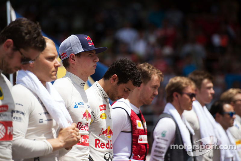 Max Verstappen, Scuderia Toro Rosso bersama the drivers as the grid observes the national anthem