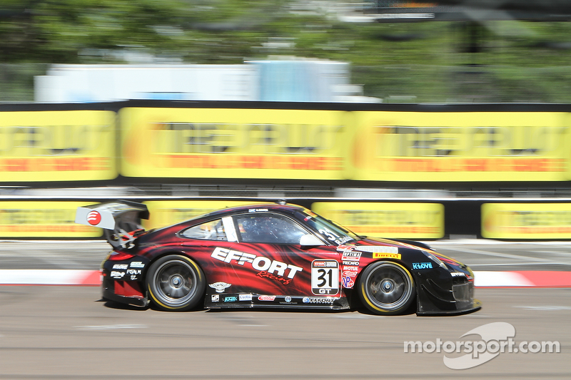 #31 EFFORT Racing Porsche 911 GT3 R: Ryan Dalziel