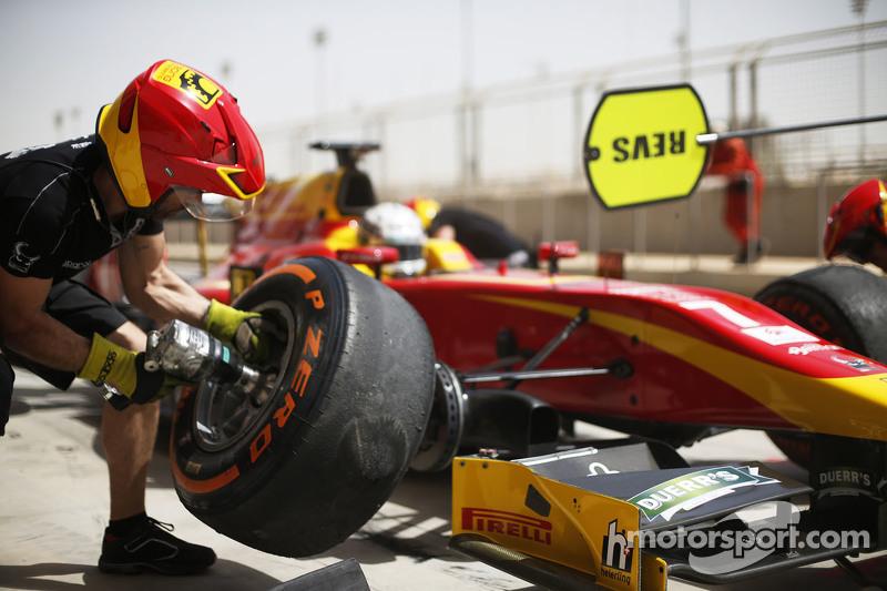 Jordan King, Racing Engineering, makes a pit stop