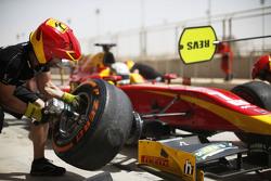 Jordan King, Racing Engineering, beim Boxenstopp