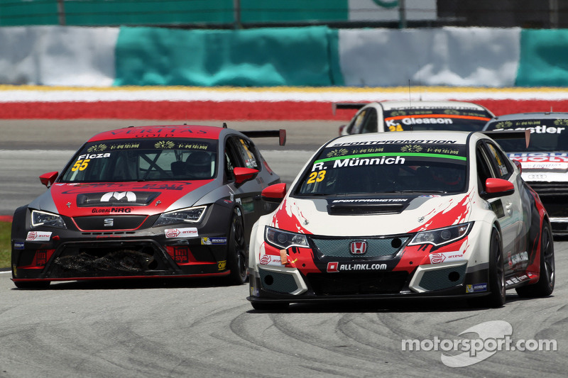 René Münnich, Honda Civic TCR, West Coast Racing and Ferenc Ficza, SEAT Leon Racer, Zengo Motorsport