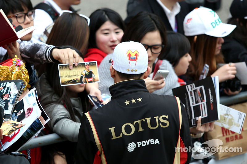 Пастор Мальдонадо, Lotus F1 Teamrequests@xpbimages.com - copy of publication required для printed pictures. Every used picture is fee-liable. © Copyright: Charniaux / XPB Images