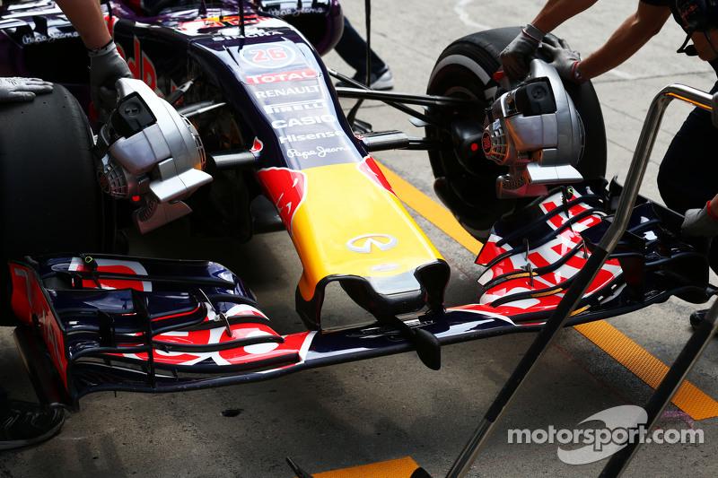 Daniil Kvyat, Red Bull Racing RB11 - alerón delantero