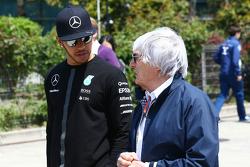 Lewis Hamilton, Mercedes AMG F1 con Bernie Ecclestone