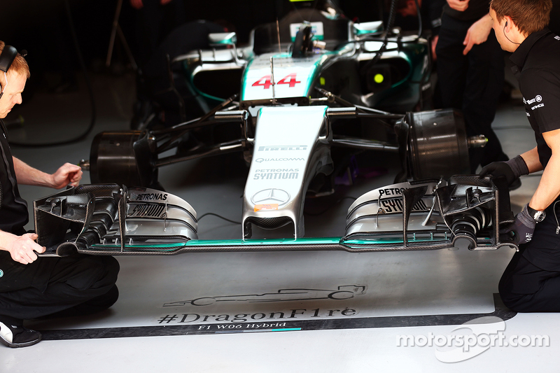Lewis Hamilton, Mercedes AMG F1 W06 front wing