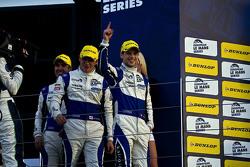领奖台: 获胜者 Gary Hirsch, Jon Lancaster, Bjorn Wirdheim