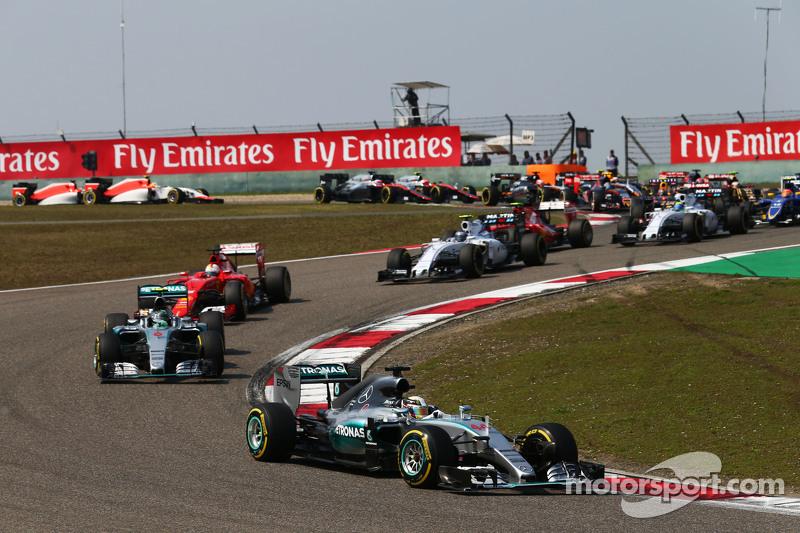 Lewis Hamilton, Mercedes AMG F1 W06 Lidera en el inicio de la carrera