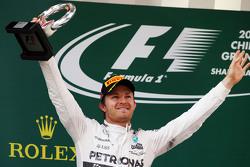 Nico Rosberg Mercedes AMG F1 fête sa deuxième position sur le podium