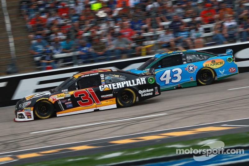 Ryan Newman, Richard Childress Racing Chevrolet and Aric Almirola, Petty Racing Ford