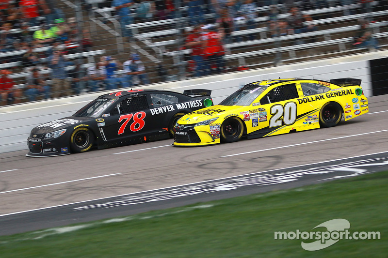 Мартін Труекс мол., Furniture Row Racing Chevrolet та Метт Кенсет, Joe Gibbs Racing Toyota