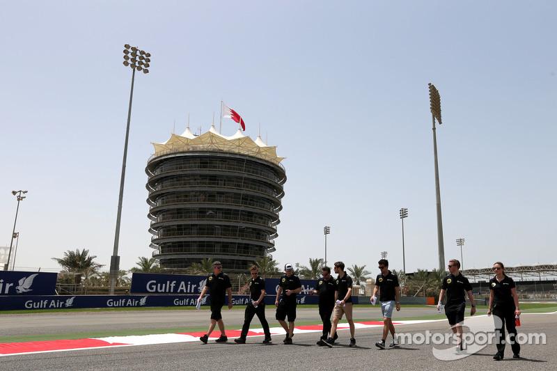 Romain Grosjean, Lotus F1 Team and Jolyon Palmer, Lotus F1 Team