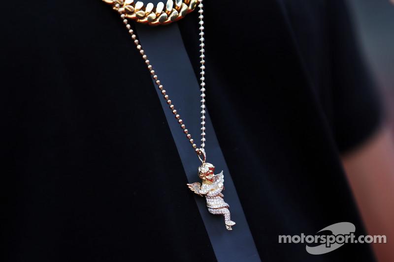 Lewis Hamilton, Mercedes AMG F1, Schmuck