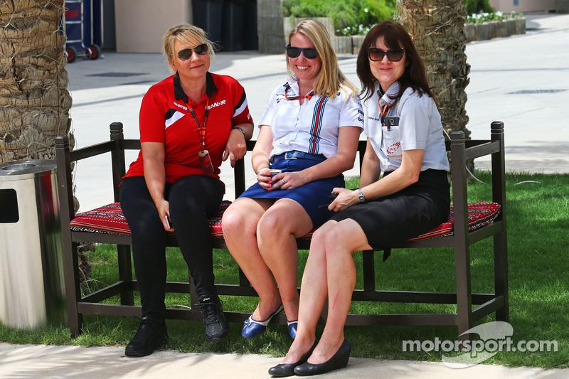 Tracy Novak Manor F1 Team PR & Communications Director dengan Sophie Eden Williams Press Officer dan