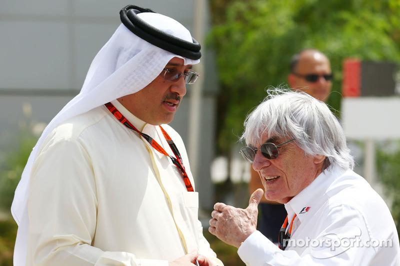 Sheikh Mohammed bin Essa Al Khalifa CEO of the Bahrain Economic Development Board, dan McLaren Shareholder bersama Bernie Ecclestone.