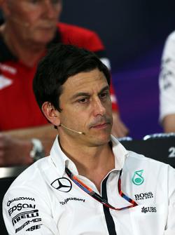 Тото Вольф, Mercedes AMG F1 на пресс-конференции ФИА