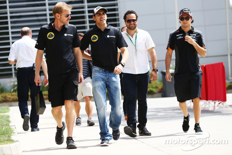 Pastor Maldonado, Lotus F1 Team, mit Andy Stobart, Lotus F1 Team, Pressevertreter