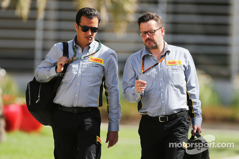 Khaled Jnifen, Pirelli, with Paul Hembery, Pirelli Motorsport Director