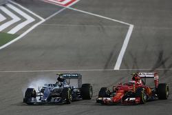 Ніко Росберг, Mercedes AMG F1 W06 блокує колеса на гальмуванні коли була - боротьба за позиції з Кімі Райкконен, Ferrari SF15-T