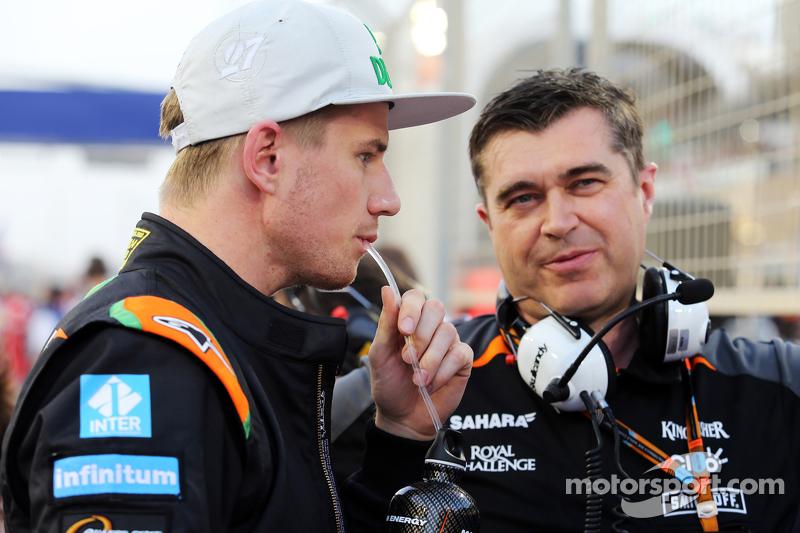 Nico Hülkenberg, Sahara Force India F1, mit Bradley Joyce, Sahara Force India F1, Renningenieur, in der Startaufstellung