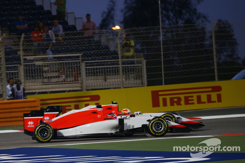 Will Stevens, Manor F1 Team, dan rekan setim Roberto Merhi, Manor F1 Team bertarung memperebutkan po