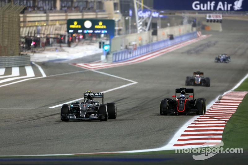 Nico Rosberg, Mercedes AMG F1 Team, dan Fernando Alonso, McLaren Honda