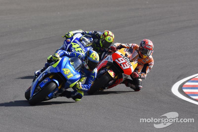 Aleix Espargaro, Team Suzuki MotoGP, und Marc Marquez, Repsol Honda Team, und Valentino Rossi, Yamaha Factory Racing